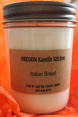 Italian bread scented candle.