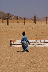 Alone (Great!) Tags: alone child desert egypt kind portret egypte alleen woestijn bedouine flickrsbest oursupershots