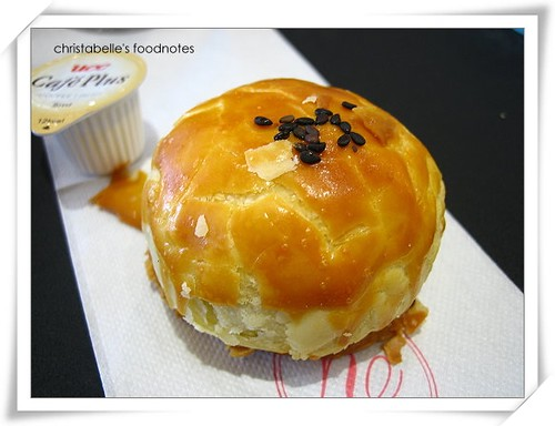 yamazaki蛋黃酥 (yolk mooncake)