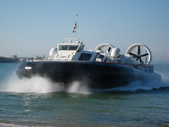 BHT 130 Passenger Hovercraft (Pete Woodhead) Tags: uk sea plane canon transport spray isleofwight solent vehicle passenger amphibious isleofwhite hovercraft ryde bht130 hovertravel ixus75