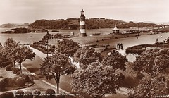 Plymouth Hoe, 1930s (Richard and Gill) Tags: old blackandwhite lighthouse sepia postcard plymouth devon promenade hoe bandstand prewar drakesisland smeatonstower plymouthsound