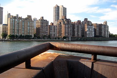 NYC - Roosevelt Island - Prow Shaped Lookout (wallyg) Tags: nyc newyorkcity ny newyork skyline river pier dock manhattan lookout eastriver gothamist rooseveltisland blackwellsisland prow welfareisland westpromenade octagonpark