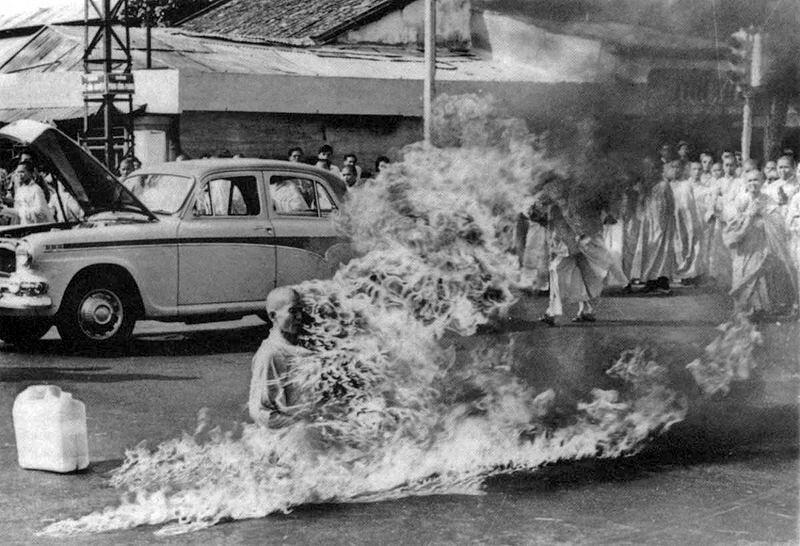 Thích Qu?ng D?c's self immolation