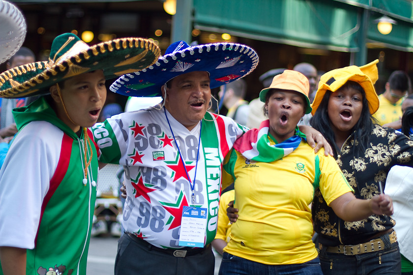 Thumb La hora del primer partido México versus Sudáfrica del Mundial de Fútbol 2010