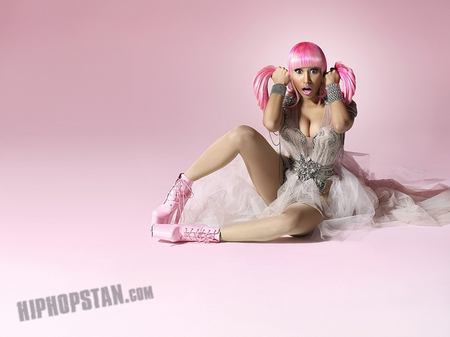 nicki minaj pink friday bleached skin (3)