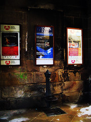El cao de los carteles (Tenebris) Tags: fountain stone geotagged pierre fuente bilbao zb tenebris bizkaia source euskalherria basquecountry harri 2007 piedra cascoviejo iturri plazanueva emparantzaberria aldazaharra