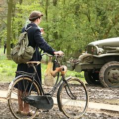 Gathering courage (Jo Hedwig Teeuwisse) Tags: bike bicycle bicicleta 1940s ww2 historical spitfire airforce reenactment fahrrad vlo raf fiets secondworldwar bicicletta livinghistory consultancy 30042006 29042006 hemmen2006terugnaartoen hab3045