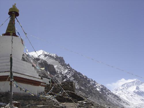 Rongbuck Monasterio y el Everest atras