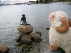Looking at the Little Mermaid - Youssouf in Copenhagen, Denmark - 16 August 2007