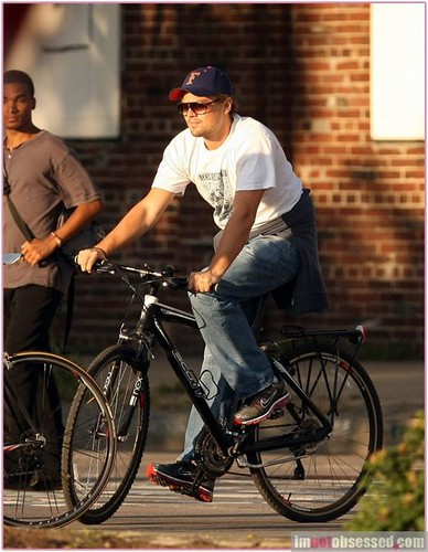 leonardo-dicaprio-and-nike-air-max-2009-running-shoes-gallery