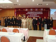 ทีมอาจารย์จากมหาวิทยาลัยวงษ์ชวลิตกุล ถ่ายรูปร่วมกับท่านรองผู้ว่าฯ