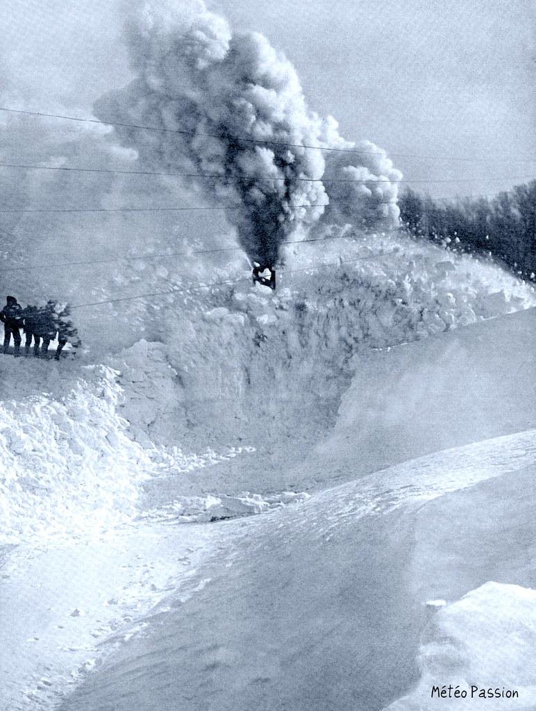 dégagement d'une voie ferrée enneigée dans les environs de Carcassonne en janvier 1914