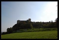 il Castello... (manuz73) Tags: verde nikon cielo mura castello prato lombardia rocca lagomaggiore angera borromeo d40 21100 rocchecastelli rocchefariecastellicastleslighthosesbelltowers