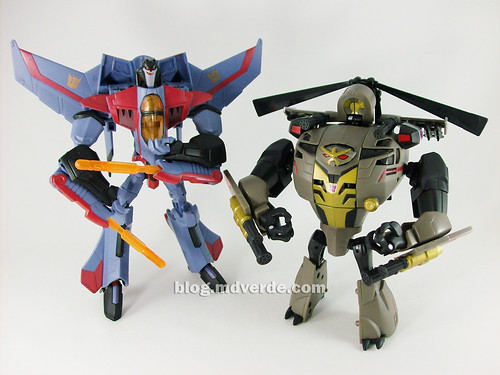 Transformers Blackout Animated Voyager Takara vs Starscream - modo robot
