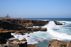 Faro sull'Atlantico (ventofreddo - www.fotoandreacorbo.com) Tags: ocean lighthouse portugal nature canon faro waves natura atlantic 2010 oceano onde portogallo atlantico canon1855 extremadura canonefs1855 canonefs1855f3556 eos1000 ventofreddo canon1000d canoneos1000d eos1000d andreacorbo