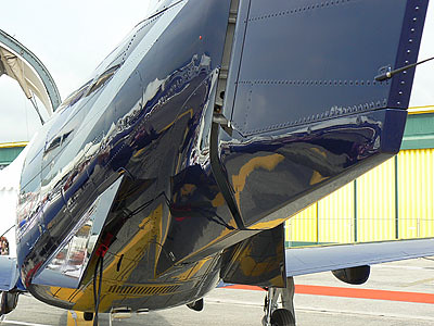 avion bleu et jaune.jpg