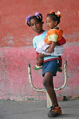 Hermanitas (matteo_dudek) Tags: people colors america island travels colours cuba colores persone trinidad caribbean colori viaggi isla isola caribe caraibico