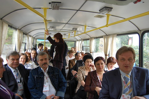 Раритет! Министр образования Украины и компания в обычном артековском автобусе!