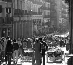 CALLE TOLEDO - MADRID (SPAIN) (ABUELA PINOCHO ) Tags: madrid espaa byn luz calle spain gente candid paseo toledo multitud domingo mesas sillas robado cruzadas kartpostal superlativas artofimages
