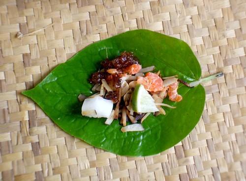 מיאנג קאם, עלה ירוק, רוטב מתוק ומילוי עוקצני