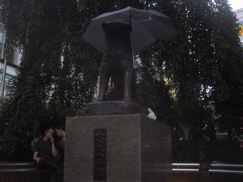ハチ公 傘