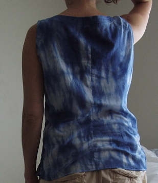 Sleeveless top (back)