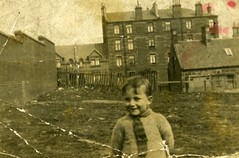 Image titled Back Court Dennistoun 1940s