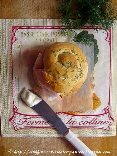 Rotolini di pane all'emmenthal e aneto