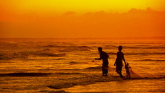 malingping fisher indonesia (celedena.photography) Tags: voyage travel sunset sea mer man beach silhouette indonesia coast sand asia scenic fisher asie cote tradition pecheur plage jawa indonesie peche homme oceanindien malingping artofimages bestcapturesaoi celedena
