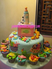 1 st Birthday cake (Jcakehomemade) Tags: baby cute animals cow cupcakes child patrick disney birthdaycake ducky sesamestreet spongebob babyshower xylophone babybottle childrentoys 1stbirthdaycake winniethepoohandfriends barneyandfriends cartooncupcakes childrencupcakes charactercupcakes yearofox jcakehomemade