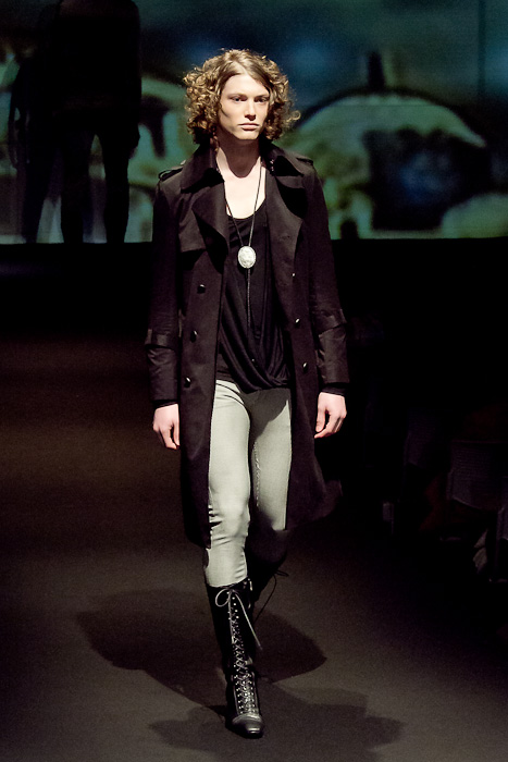 Christopher Rayner3072_FW10_JFW_GalaabenD(Fashionsnap)