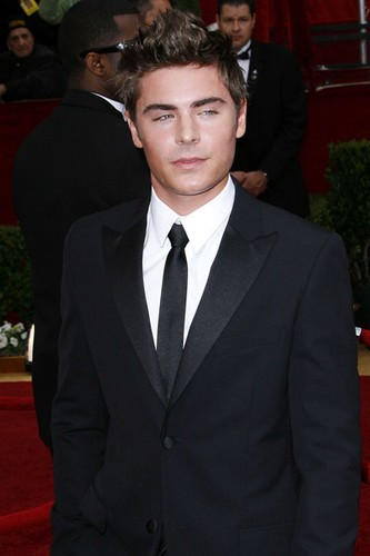 zac-efron-2010-oscars-red-carpet-photos