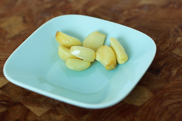 kitchen101-roastedgarlic-individualcloves