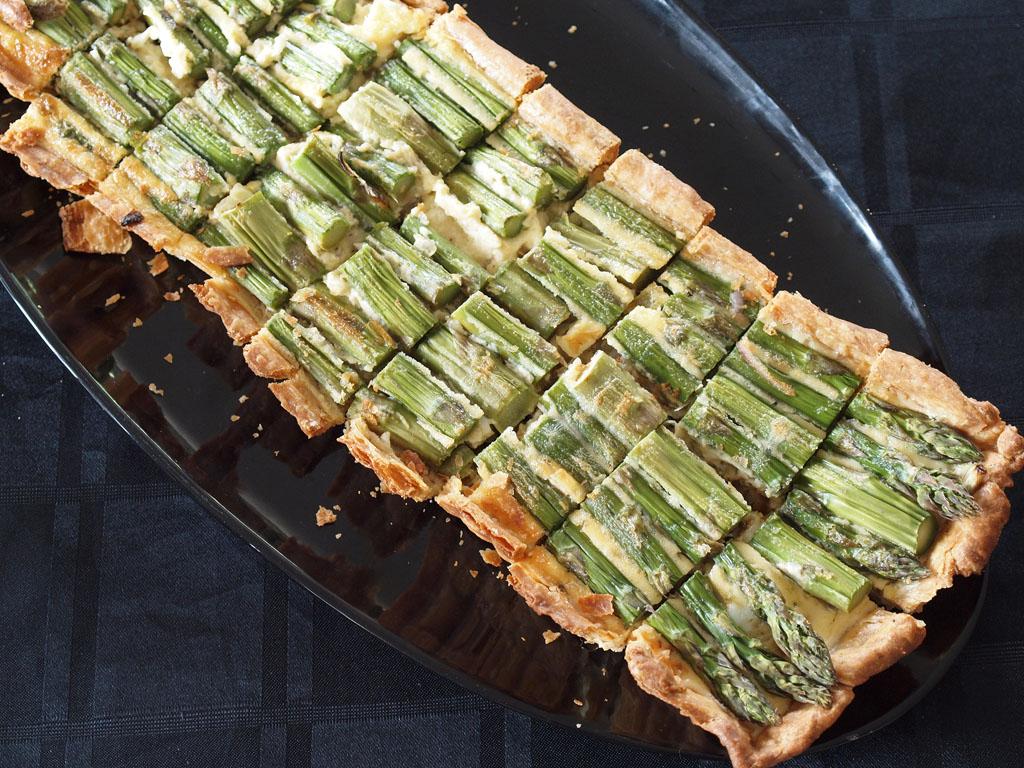 Cookbook Challenge Finale Lunch - Asparagus & gruyere tart