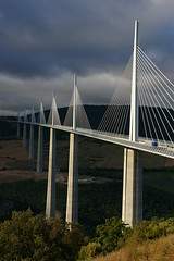 Viaducte de Millau (SBA73) Tags: road bridge france pilar puente concrete highway long carretera steel frana eiffel structure viaduct normanfoster autopista pont hanging longest cemento tarn francia causes ciment 2007 millau ingenieria viaducto hight viaducte enginering hightest tirantes occitania supershot llanguedoc penjat aplusphoto tirants enginyera 100commentgroup