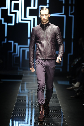 Philipp Bierbaum3086_FW10_Milan_Versace(VOGUE.com)