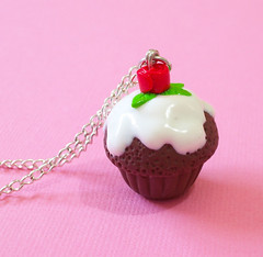 vanilla icing and rose cupcake Charm / Pendant (yifatiii) Tags: rose dessert sweet chocolate jewelry charm polymerclay fimo cupcake icing sculpey vanilla etsy pendant fakefood premo yifatiii