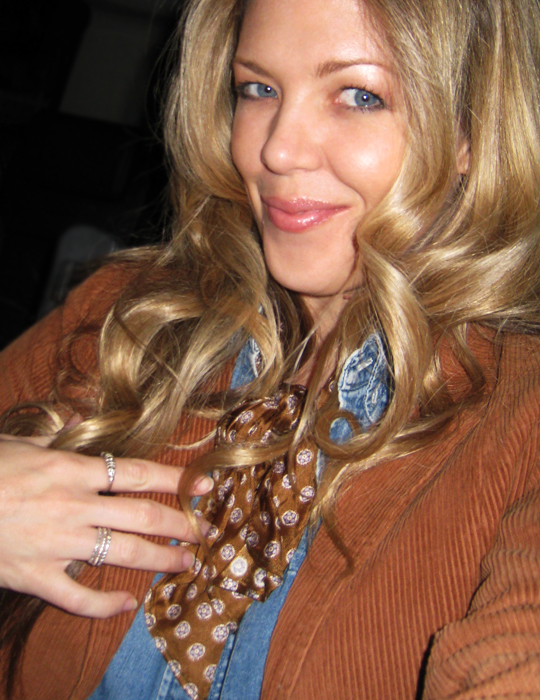 maegan+waved hair+silver rings+vintage neck scarf+blue eyes