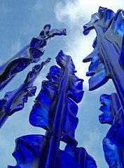 Sculptuur Binnale Kijkduin 2007 -  Pino Castagna,  Blue Bamboo (Haags Uitburo) Tags: blue loo sky sculpture holland art beach netherlands glass strand geotagged artwork europa europe theater blauw boulevard theatre kodak kunst kultur den nederland culture bert skulptur sculpt