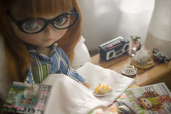a guilty pleasure - (JennWrenn) Tags: camera doll blythe rement teaset maxine cassetteplayer breakfastinbed pdaubrena luckyblythemagazine