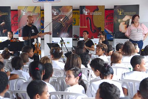 Concerto-aula encanta alunos da Escola Nilo Pereira