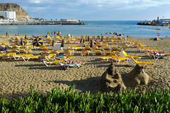 Puerto Rico beach (Håkan Dahlström) Tags: vacation beach yellow strand jaune puerto islands spain europe puertorico playa canarias rico amarillo gelb giallo gran canary geel plage spiaggia canaria gul 2010 f40 kanarieöarna sunbeds dmclx3 ¹⁄₅₀₀sek