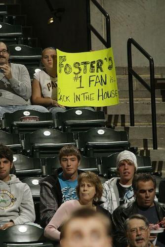 20101118-pacers-fan