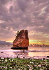Monolith HDR upright (Rodrigo Neves) Tags: sea brazil sky water rio rock brasil clouds nikon boa coolpix viagem monolith hdr niteroi 2100