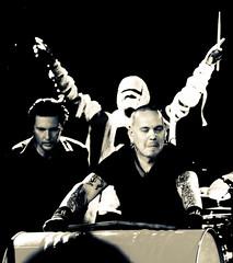 Pronssinen Pokaali (Jari Kaariainen) Tags: music rock metal canon concert industrial indie 5d alternative mokoma kotiteollisuus livepics virginoil jarikaariainen pronssinenpokaali sivenius sinkkonen hyrks