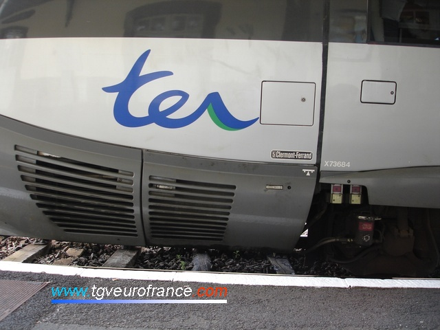 Détail du logo TER sur l'autorail X 73684 affecté au dépôt de Clermont-Ferrand