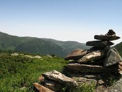 Pyrénées (Zigaar) Tags: les trois canon powershot pierres g6 cairn rabat pyrénées canonpowershotg6 seigneurs monticule