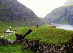 saksun ,village (norvegia2005sara) Tags: ocean islands sara north deep atlantic turf faroe saksun the4elements abigfave diamondclassphotographer faroe2007 scenicsnotjustlandscapes ~wevegotthepower~ norvegiasara