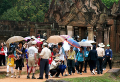 Busy life at the temples of Angkor Wat, Cambodia. (cookiesound) Tags: trip travel vacation people holiday travelling green canon temple photography reisen asia asien cambodia kambodscha fotografie urlaub angkorwat tourists jungle angkor umbrellas peoplewithumbrellas travelphotography traveldiary travelphotos travellingasia reisefotografie touristgroup travelshots reisefotos touristgroups travellifestyle cookiesound travellingcambodia nisamaier ulrikemaier