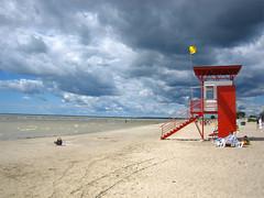 Strand på estländska hälsoorten Pärnu